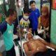 Sarina istri korban saat menunggu suaminya di RSUD Blambangan Banyuwangi, Jumat (28/11/2019) siang. (ras)
