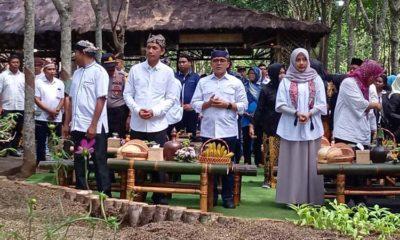 Bupati Anas didampingi Dino Pati Djalal saat peresmian Pasar Kuliner Kopi Lanang, bertempat di Perkebunan PTPN XII Malangsari, Minggu (29/12/2019) siang. (git)