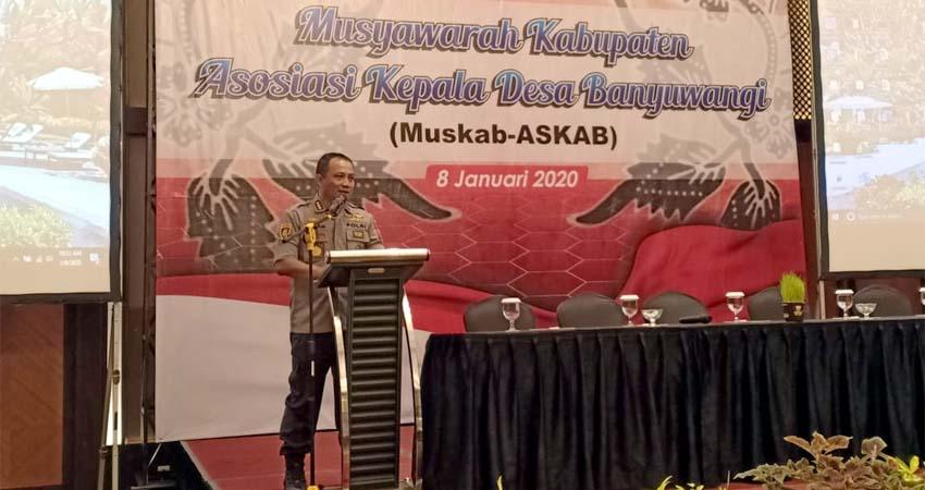 Kapolresta Banyuwangi Kombes Pol Arman Asmara Syarifuddin saat memberi sambutan kepada peserta Muskab-Askab, bertempat di Hotel El Royal, Rabu (08/01/2020) siang. (ras)
