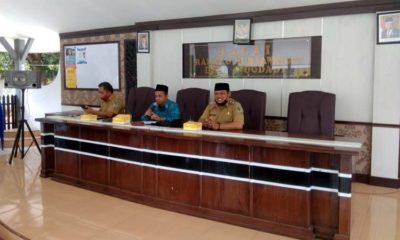 Pemerintah Desa (Pemdes) Sidodadi, Kecamatan Wongsorejo saat menggelar musyawarah bersama tokoh masyarakat terkait Penerbitan Peraturan Desa (Perdes) tentang larangan membuang sampah sembarangan. (kur)