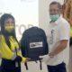 Kadisnakertrans Banyuwangi, Alam Sudrajat menyerahkan peralatan On Job Training (OJT) kepada karyawan baru operator alat berat PT BSI, bertempat di site Tujuh Bukit, Sabtu (4/7/2020) siang. (tut)