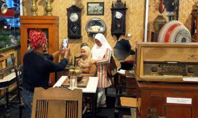 Situasi pameran barang antik bertempat di aula kantor Camat Kota Banyuwangi. (ant)