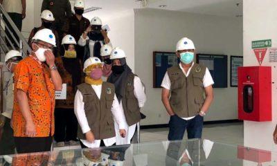 Asisten Administrasi Pemerintahan Pemkab Banyuwangi, Choirul Ustadi dan tim Gugus Tugas Covid-19 saat melakukan sidak di PT IGG terkait penerapan protokol kesehatan di tempat industri. (tut)