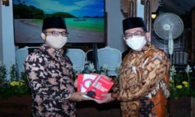 Wakil Menteri Agama RI, Zainut Tauhid Saadi bersama Bupati Anas.